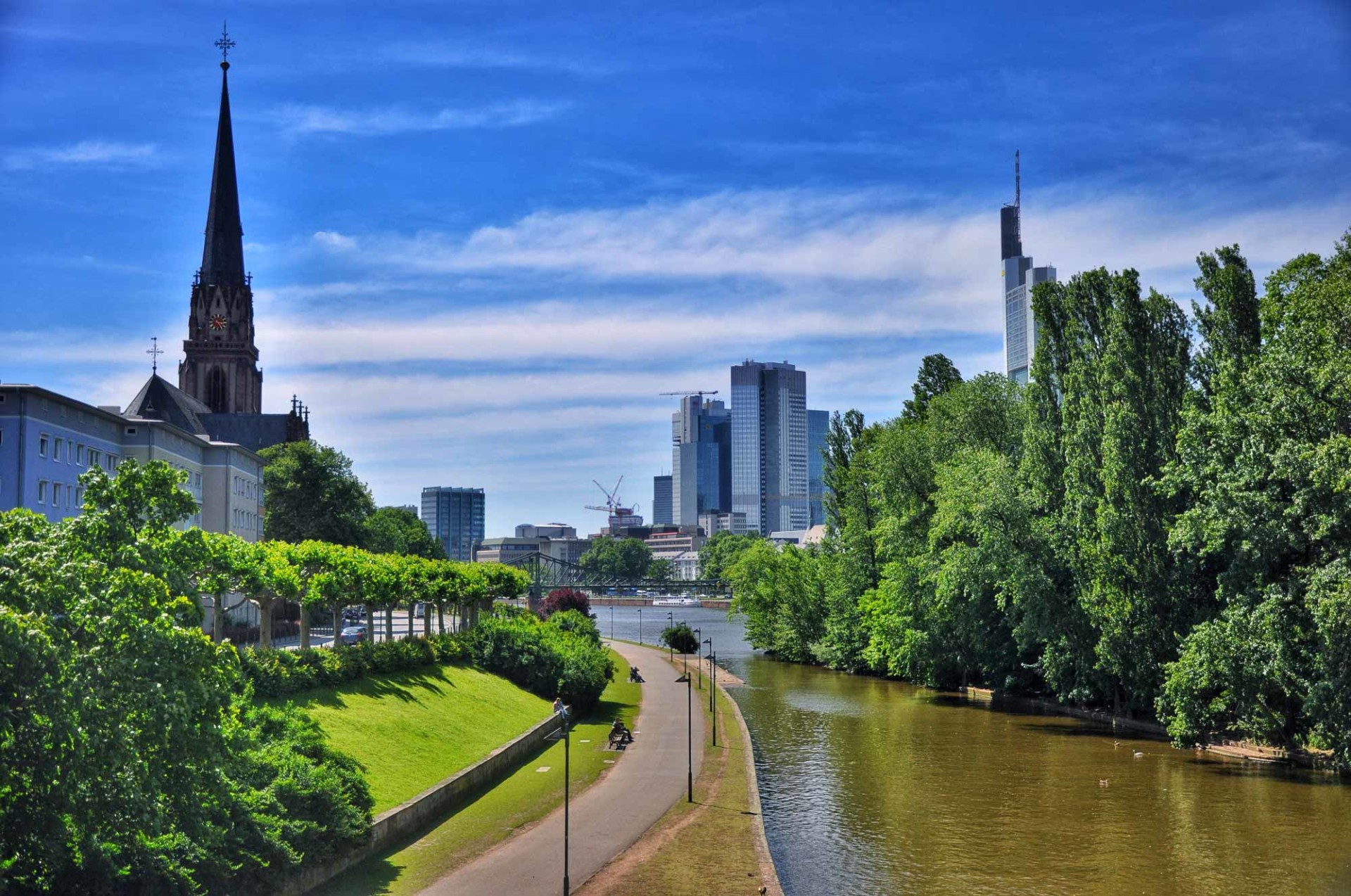 Main River throught Frankfurt