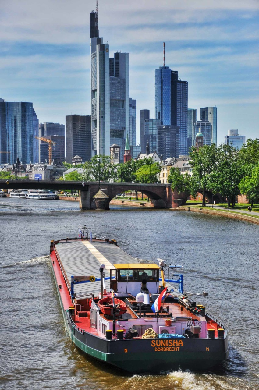 River traffic - Frankfurt - Germany